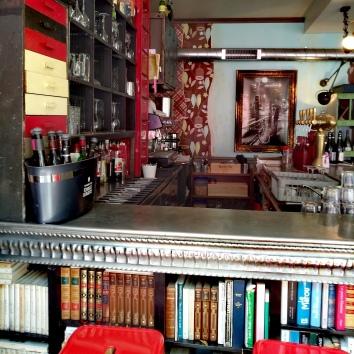 les cornichons bar vin restaurant. Black Bedroom Furniture Sets. Home Design Ideas